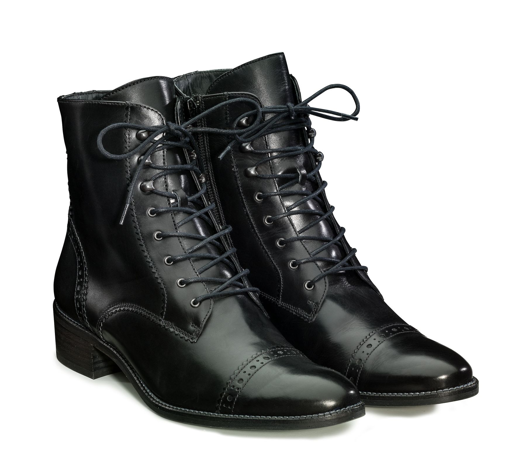 Lace-up ankle boots for women in black