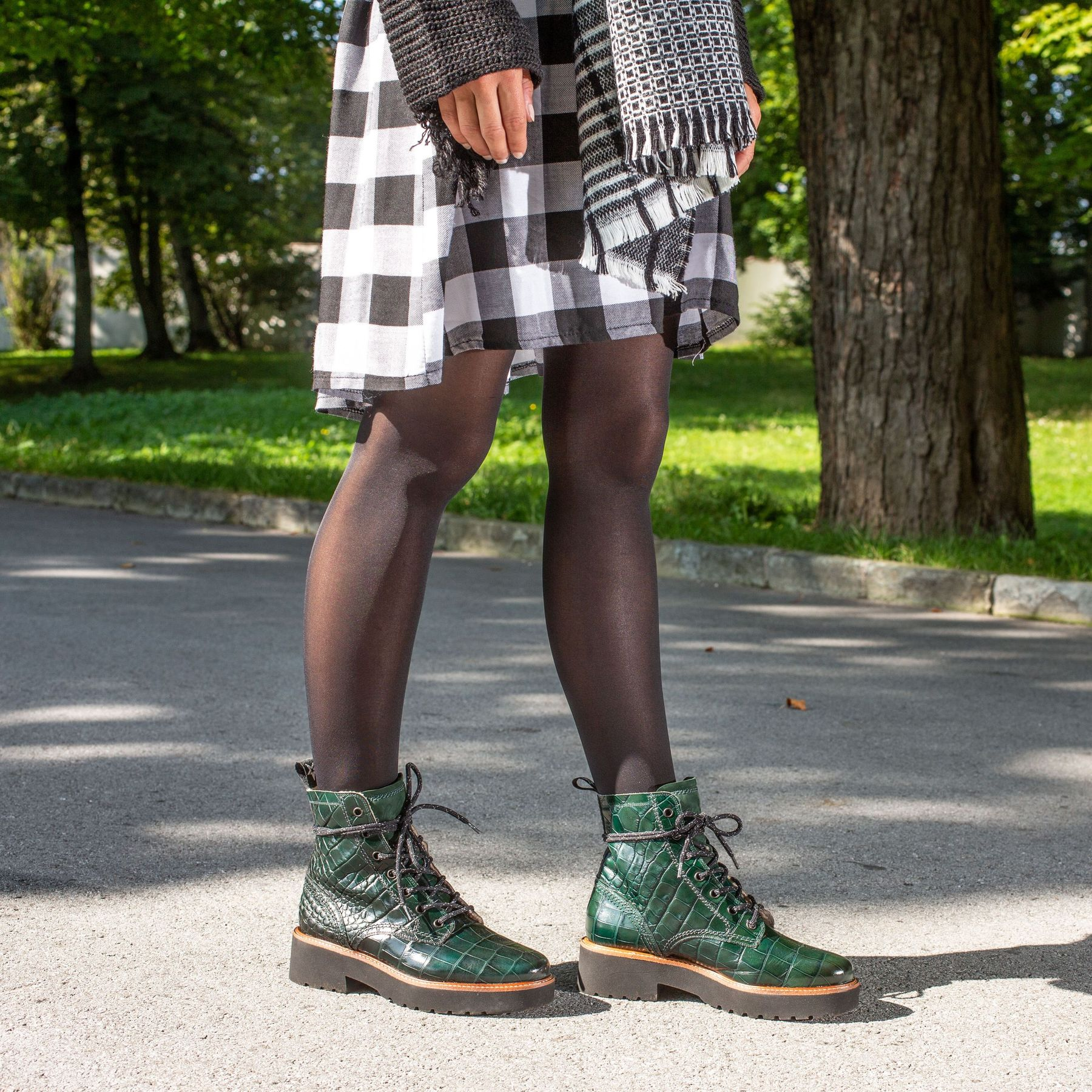 Lace-up booties with warm lining in