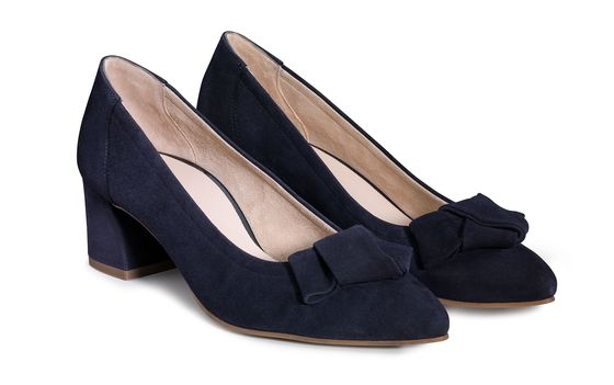Soft pumps with ribbon